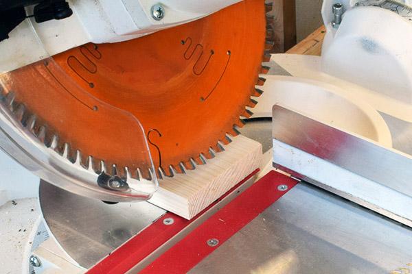 Výroba stylové dřevěné poličky